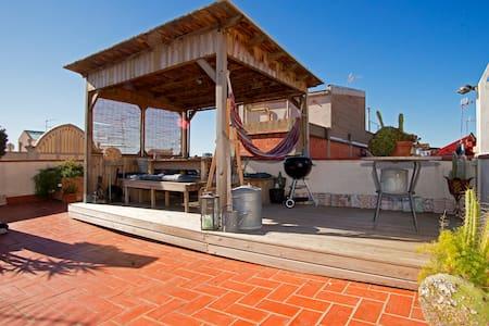 Atico con encanto y terrazas - Barcellona - Appartamento