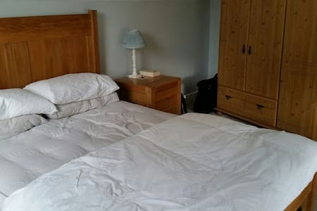 Spacious double room with ensuite - Dom
