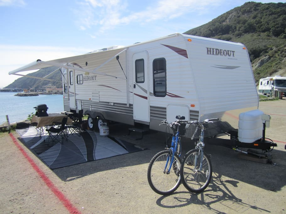 Newer travel trailer with all the amenities, full kitchen, queen bed, TV, DVD, MP3 ready stereo.