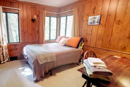 II-The Second Room at 542 - Swannanoa - Maison