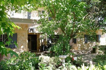 Charming, elegant, leafy in Hills - Honeyeater - Belair - Bed & Breakfast