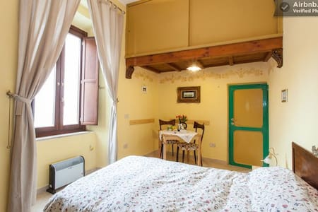 Antica Torre Bed&Breakfast -Tivoli- - Bed & Breakfast