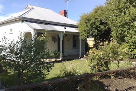 Beautiful old cottage in Wonthaggi - Wonthaggi - Dom