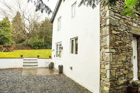 lovely cottage  bowness-windermere - House