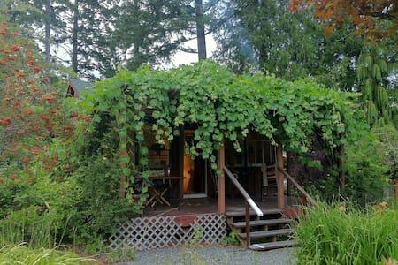 Blissful Retreat Cottage - Cowichan Bay - Talo