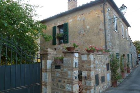 Iesa, Palazzo, Tuscany - Hus