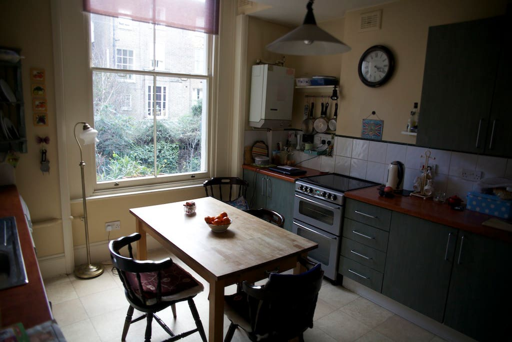 Cosy kitchen - use of fridge, microwave and utilities