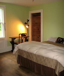 Private Room in Maine Farmhouse - Ház