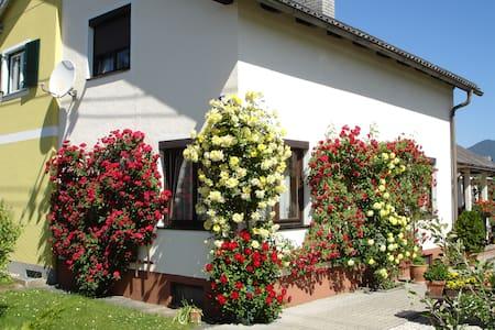 Willkommen in der Villa Lindwurm - - House