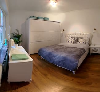 Luxe Room in City Center w Large Sunny Terrace! - Antwerpen - Apartment