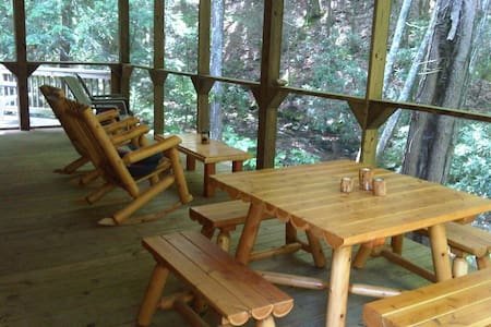 Secluded, Spacious Creekfront Lodge - Chatka