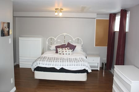 Sous-sol avec chambre, bureau et salle de bain - Saint-Constant