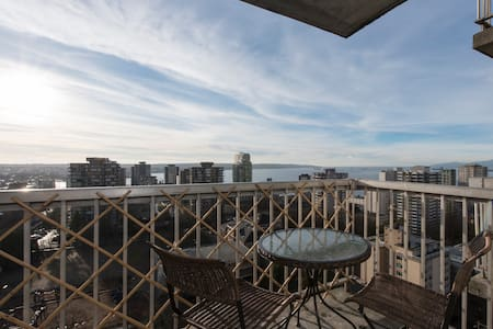 Magnificent Ocean View with Parking - Vancouver - Apartment