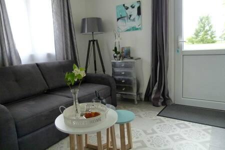"""LBVD chambre """"Menthe à l'eau"""" - Escorpain - Bed & Breakfast"""