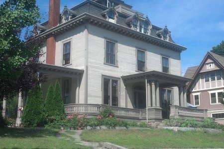 The Big House Queen w/Shared Bath - House