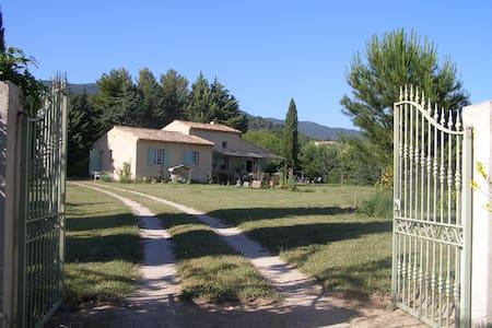 A cute and quiet provencal home  - Lourmarin - Villa