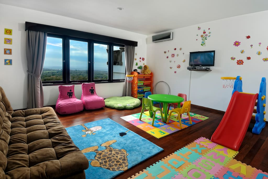 Great fully equipped playroom