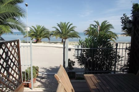 house by the sea (Campofilone) - House