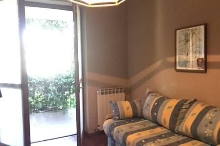 Camera in casa singola tra natura e lago Maggiore - Haus
