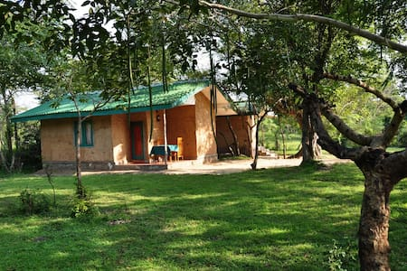 AC familybungalow Clay Hut Village - Polonnaruwa - Bed & Breakfast