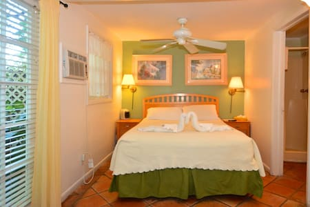 Garden House B&B - Royal Poinciana - Key West - Bed & Breakfast