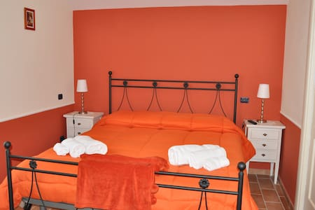Stanza Privata Camera Arancione - Bed & Breakfast