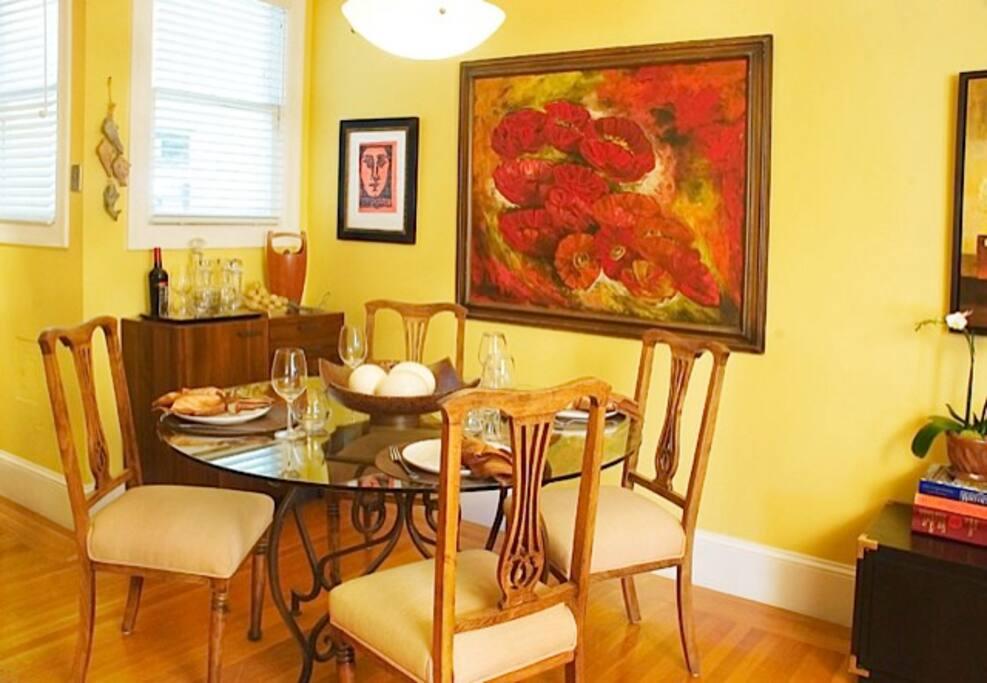Dining room adjacent to living room