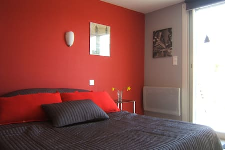 Le Clos Albertine Urban bedroom - Villeneuve-Tolosane - Bed & Breakfast