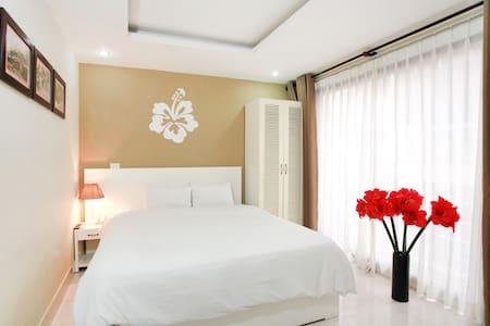 Hanoi Hibiscus Hotel: Deluxe Double