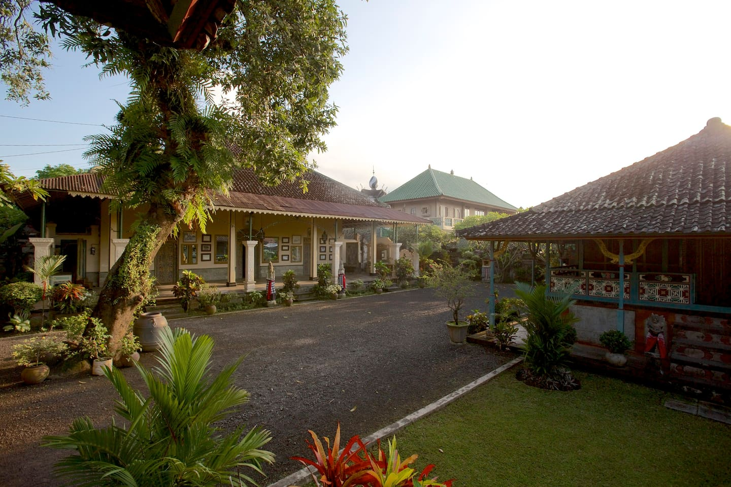 Welcome to Puri Agung Karangasem, this is the main hall in the middle of the palace courtyard.