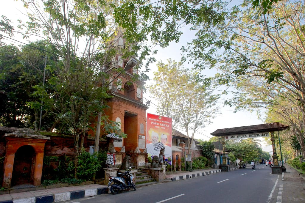 The main gate at Amlapura's main street, Jalan Sultan Agung