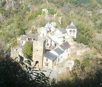 Maison dans les ruines d'un château - Maison