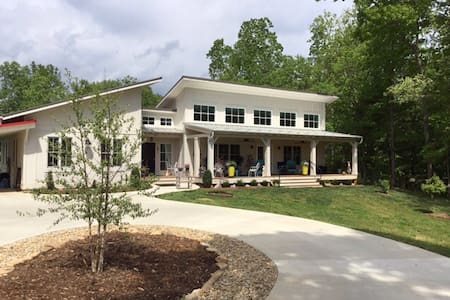 Charming North of Asheville Retreat - Weaverville  - House