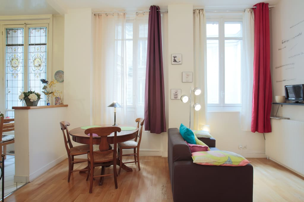 Romantic Flat in the 8eme Paris!