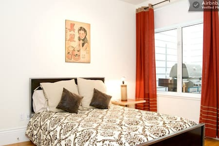 Room type: Private room Bed type: Real Bed Property type: Apartment Accommodates: 2 Bedrooms: 1
