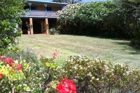 Frangi Breezes Bed & Breakfast - Bed & Breakfast