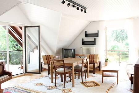 Nest auf dem Land: 2 Balkone+Garten - Apartemen
