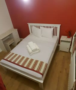 Clean, quiet and cosily place - Crawley - Hus