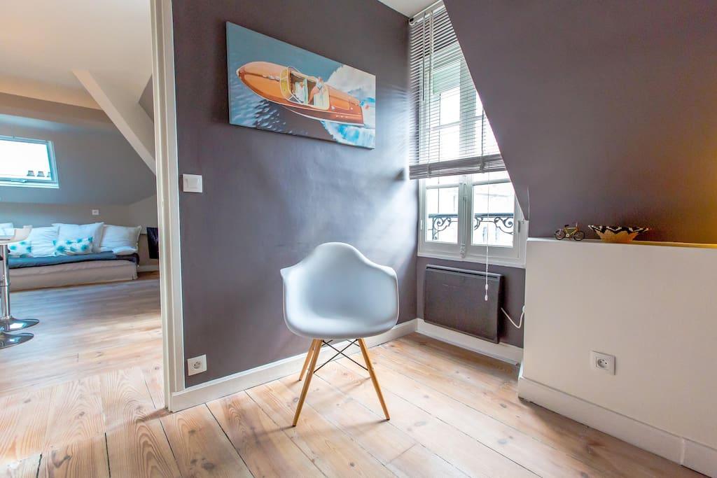 chambre et fauteuil Charles Eames