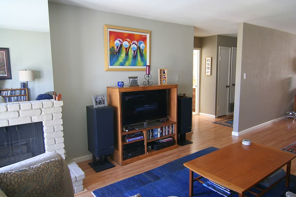 Shared living room w/40in HDTV and audiophile stereo