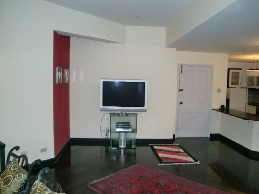 Lounge, LCD TV