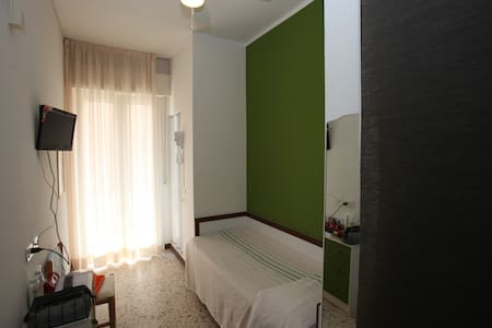Single Room Ensuite - Cattolica - Bed & Breakfast
