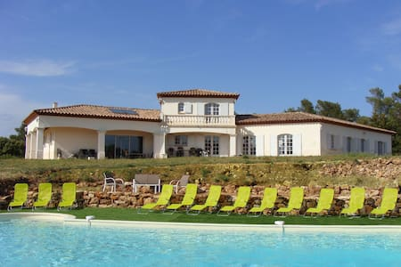 Property 2 houses over 3.7ac + pool in Provence - Besse-sur-Issole - Villa