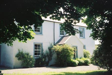 The Old Manse, Hallin - House