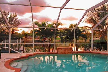New pool-villa luxury west exposure - ケープコーラル