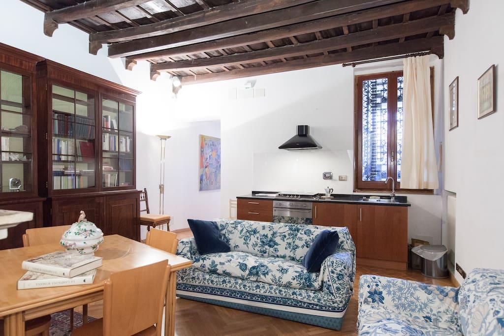 Your large Via del Corso apartment