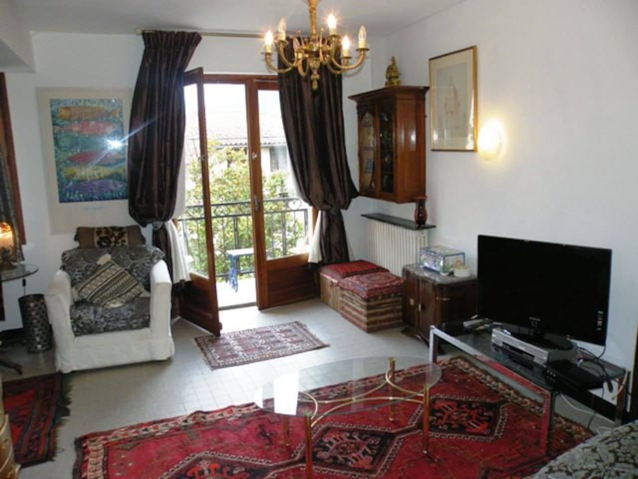 Aspect of the salon (sitting room) leading to your balcony