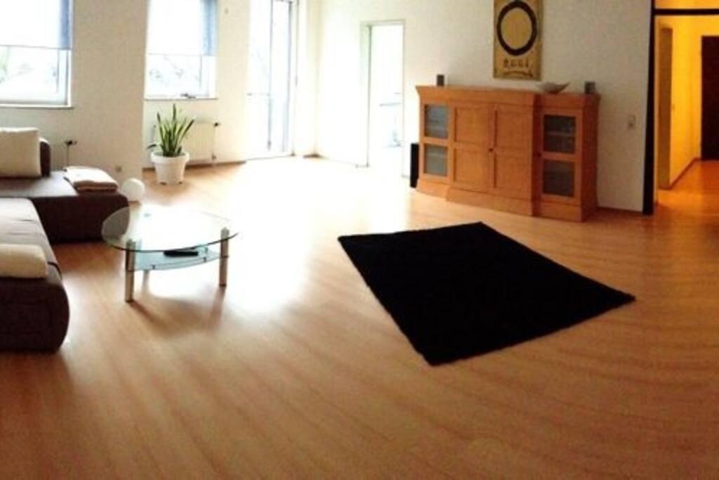 Wohnraum mit ausklappbarem Doppelbett