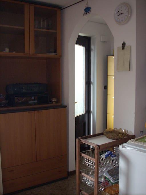 ingresso verso soggiorno-cucina