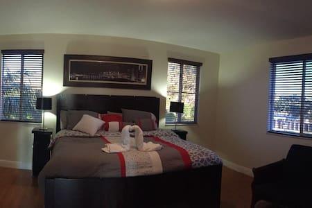 Suite, Big Master Bedroom& Jacuzzi - Talo